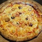 Trattoria Casa Mia - カニマヨシーフードピザ。