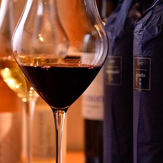 ソムリエ厳選のプレミアムなワインを豊富に揃えております