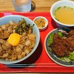 Taipeigyouzachixichixi - ルーローハンと唐揚げのセット