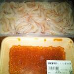鯖の助 - 帰宅途中にたまに寄る鮮魚店で買った白エビ(生食◎)といくら(*´艸`*)♡2つで1000円! いくらも食べたかったので鯖の助さんのモリモリご飯に乗せて…♡ゼイタク〜♫