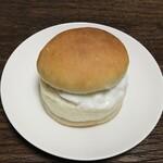 カメオカハサムコッペパン - 美山牛乳を使ったミルククリーム 180円