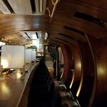 翠風 - カウンター席と天井。