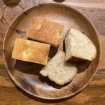タブリエ ブラッスリー カフェ - ・お通しのパン 2種