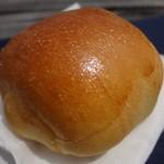 パン工房 小麦畑 - バターロール(\60)