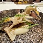 """138924128 - 【オ-ドブル】 サバ 糠に短時間漬けたサバは、福井県の伝統料理""""へしこ""""をイメージした料理 ビネガーに漬けたハナビラダケや柿などを添えた、和のテイストが強く出たフレンチです♪"""