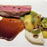 138924141 - 【お肉料理】 ポークか鴨をセレクト、一組でどちらか一つを選びます。 シャラン産鴨肉ロースト(+1,000円)をお願いします。 シャラン産の鴨は、肉質がしっかりとした赤身はジューシーな味わいです♪