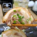 肉汁餃子のダンダダン - バラ肉ロールの甘いコク、ジュワ~ッと滲み出るタレの味