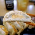 肉汁餃子のダンダダン - 焼きは甘いが肉汁(スープ?)はブッシャー!