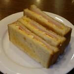 kafeeikokuya - モーニングのハムエッグサンド