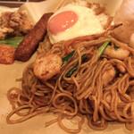 アジアンオールドバザール ウブドレストラン - ミーゴレンサイド。 甘辛い感じ。これ好きだなぁ。