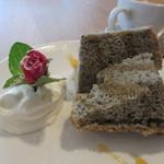 light side cafe - ホワイトチョコと黒ごまのシフォン