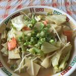 みかちゃんラーメン - 野菜はてんこ盛り 見た目チャンポンっぽい