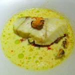 パラドール ドゥ カグラ - スズキとムール貝の白ワイン煮