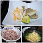 古材の森 - ◆太刀魚のムニエル・・骨が多く頂く部分が少ししかありませんでした。これは残念。 ◆赤米・黒米ごはん ◆豆腐となめこのお味噌汁・・多分「麦味噌」を使用されているのだと思いますが、薄くて。