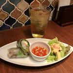 タイ料理&アジアンダイニング スパイスリップ - 曜日限定ディナープレートの前菜とジャスミンハイ