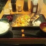 ちょっぷすてぃっく - 野菜炒めとさばの塩焼き(\900-)