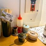 神田 つけ蕎麦 わびすけ - 卓上の調味料