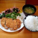 鳴門屋よかいち - 料理写真:とんかつ定食(500円)