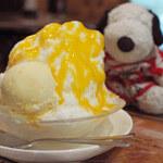 4Magic - 白い部分は凍らせたミルクを削ってるみたいだね。 ひと口食べてびっくり!ふわふわの新食感かき氷だよ~ くちどけがなめらかでどんどん食べられちゃう。  ちびつぬ「今まで食べたかき氷の中で一番美味しい~」