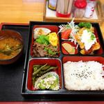 パンチ - 料理写真:日替わり弁当700円 お味噌汁付き
