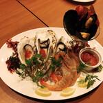 BBQ RIBS MAMMOTH - 天使エビと牡蠣カクテルソース