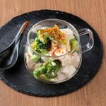 京都炭火焼鳥アホウどり - 食べるタンパク質!ブロッコリーと鶏胸肉の筋肉サラダ!