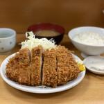 とんかつ山家 - ・ロースカツ定食(大) 970円/税込 ※ご飯半分 ・カキフライ 160円/税込