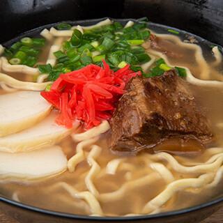 冬季メニューの「ミミガー入り豚キムチ鍋」は体が温まる一品