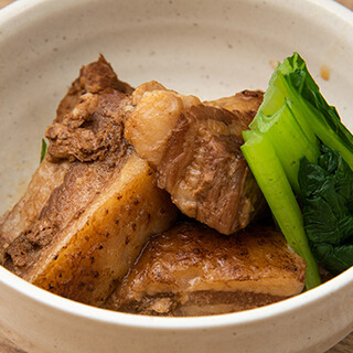 沖縄料理や創作料理をはじめとした豊富な品ぞろえが自慢◎