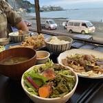 海沿いの キコリ食堂 -