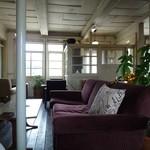 Cafe & Bar cheka - ソファー席 落ち着いて過ごせます