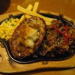 びっくりドンキー - 料理写真:ゴマ風味の焼肉入り おろしバーグ&焼肉ビーフ