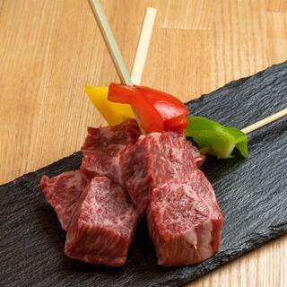 和牛串焼きや逸品料理など、こだわりお肉を様々な形でご提供◎