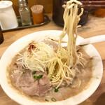 139001501 - 麺をリフト(食べ始め)