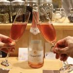 139003646 - ロゼスパークリングワイン(Chapel Hill)