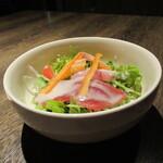 海鮮ダイニング ビクラ - 海鮮サラダ(ハーフ)490円(2020年10月)