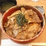 楽豚 - 炭焼き豚丼特盛850円(コラーゲンスープ&つけもの)