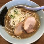 麺通 - 料理写真:らーめん(太麺・背脂醤油)830円