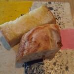BISTRO INOCCHI - パン2種、熱々で美味しかった