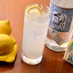 ラ・トリプレッタ - シチリア産レモンとイタリアクラフトジンで作るイタリアンレモンサワー