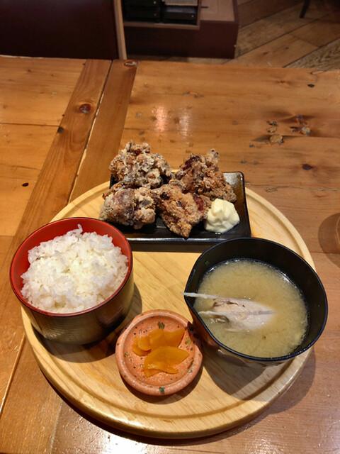 鶏と魚と炭火焼き 燈の料理の写真