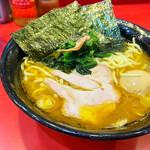 iekeisouhonzanyoshimuraya - ラーメン 中盛り 硬めに、味玉TP