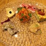 139036875 - 自家製豚肉のハム バルサミコ酢、フリッタータ、カルピオーネ、コッパ ディ テスタ、ブルスケッタ、にんじんのラペ