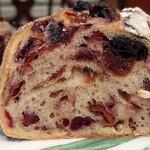 139038736 - ぎっしり、ずっしりなベリーのパン