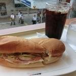 ドトールコーヒーショップ - チキンと生ハムのアボガドソース