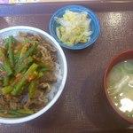 すき家 - にんにく牛丼と味噌汁セット450円