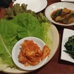 Sumibiyakinikukinkaku - 野菜の群れ