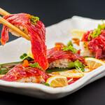 馬刺し肉寿司