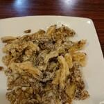 大連食府 - 料理写真:疑惑のまいたけ