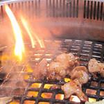 焼肉 万歳 薬院店 - 西鉄電車の薬院駅からほど近い、ビジネスエリアにある焼肉レストラン『焼肉万歳』。ランチには定食スタイルとセルフ焼肉スタイルがあります。